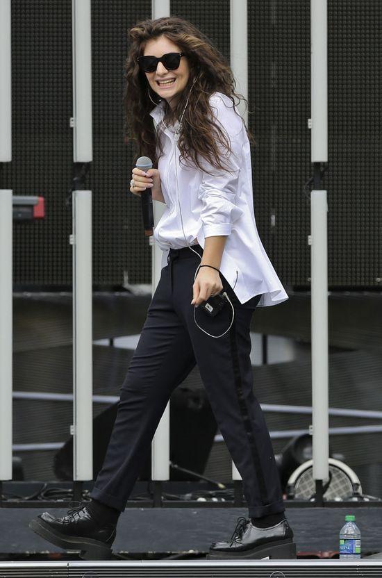 Jak wygląda sceniczny kostium Lorde? (FOTO)