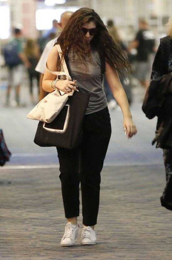 Lorde zdecydowanie NIE wygląda jak typowa gwiazda (FOTO)