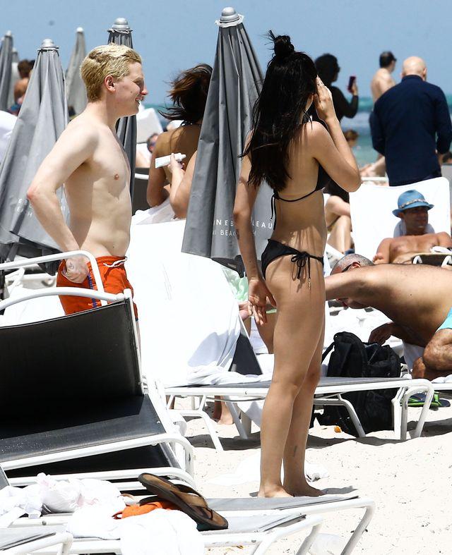 Córka Madonny w bikini na plaży i nie, nie ogoliła włosów pod pachami (ZDJĘCIA)