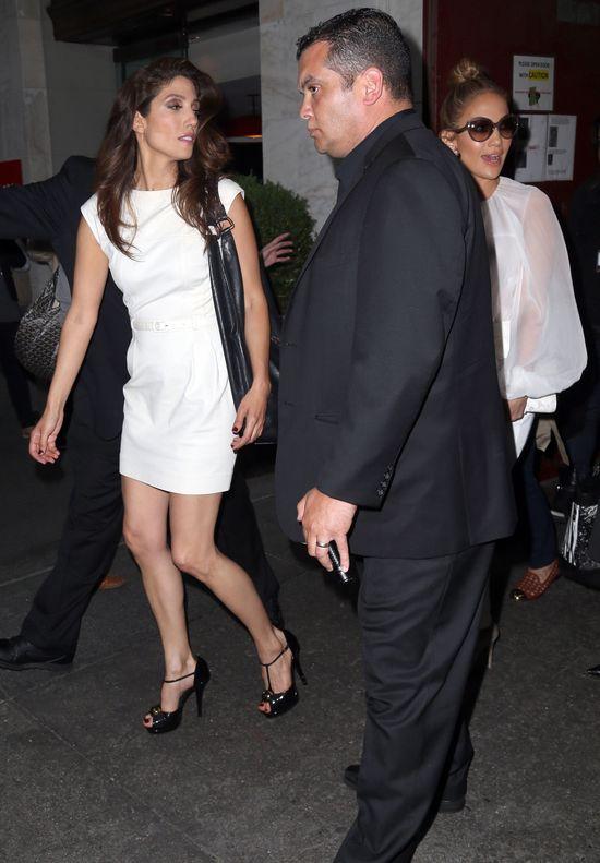 Lynda i Jennfer Lopez w drodze na imprezę (FOTO)