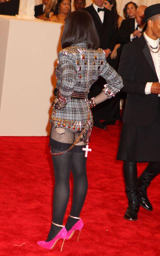 Madonna zapomniała założyć spodnie na galę Met