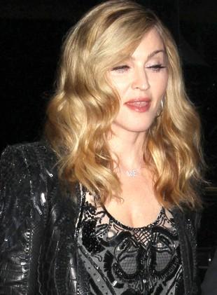 Madonna eksperymentuje z kolorem włosów (FOTO)