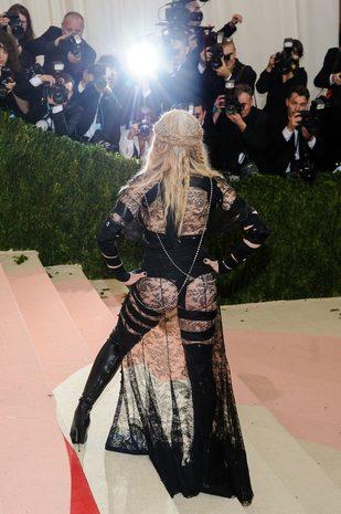 Jeśli krytykowałeś stylizację Madonny na MET…