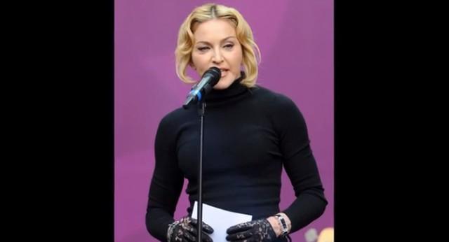 Twarz Madonny paskudnie spuchła (VIDEO)