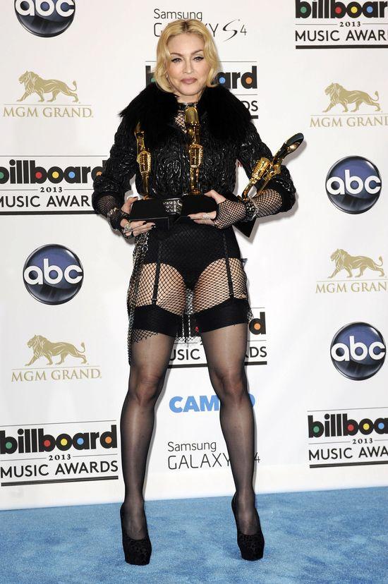 Madonna zn�w podpad�a katolikom