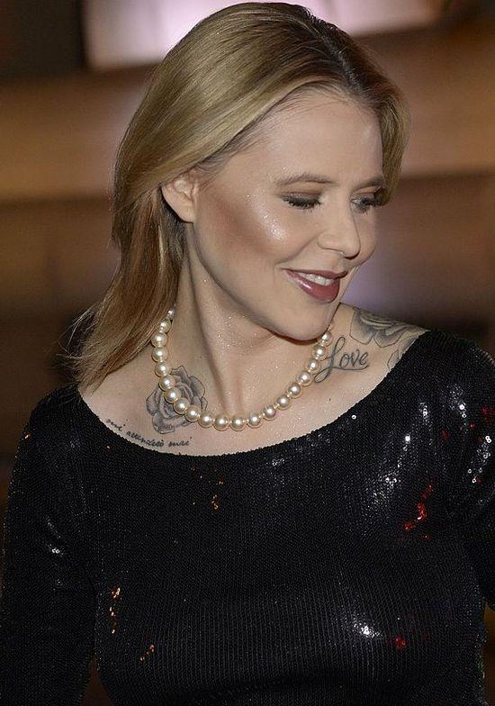 Na imprezie APARTU zaświeciła biustem i tatuażami (FOTO)