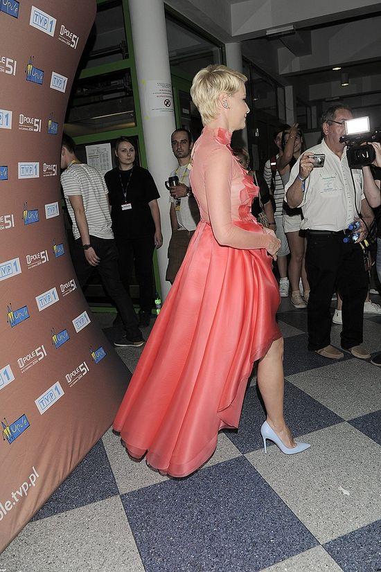 Małgorzata Kożuchowska skutecznie odwraca uwagę od brzuszka