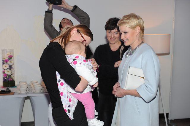 Kożuchowska po ciąży wybiera bezpieczne kreacje (FOTO)