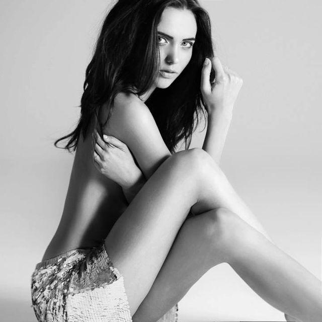 Marcela Leszczak z Top Model pozuje topless (FOTO)