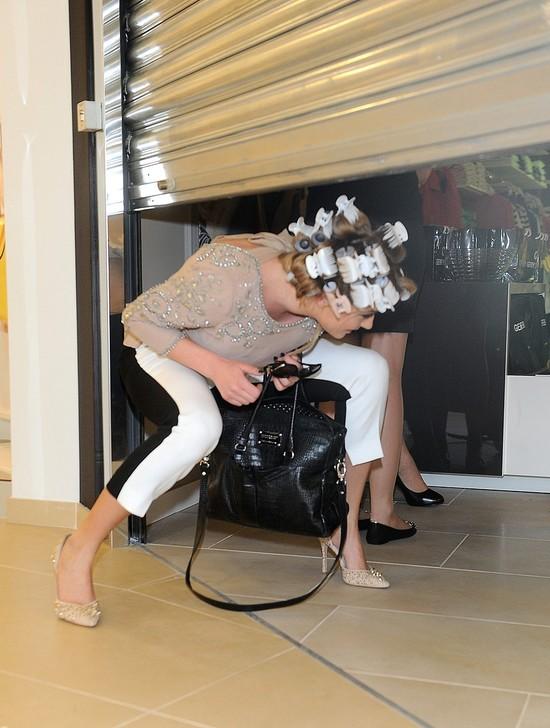 Marcelina Zawadzka - na otwarcie salonu choćby w wałkach