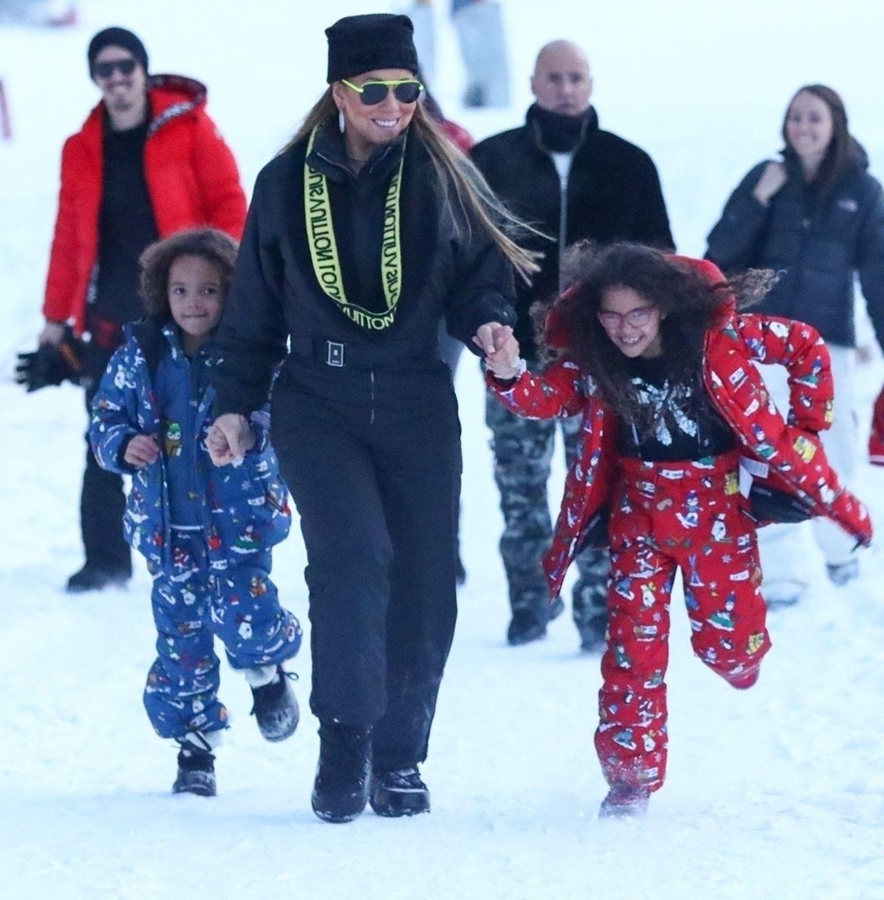 Dzieci Mariah Carey szaleją z mamą na śniegu (ZDJĘCIA)
