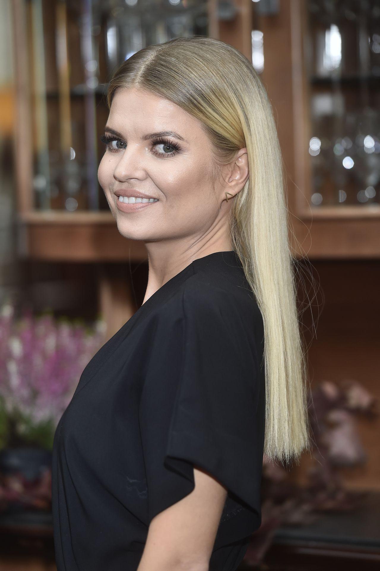 Marta Manowska fryzury włosy blond