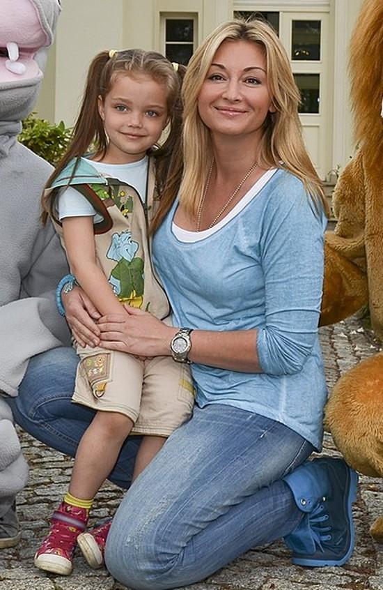 Martyna Wojciechowska chwali się córeczką na FB (FOTO)