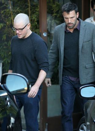 Zarośnięty Ben Affleck i łysy Matt Damon na spotkaniu