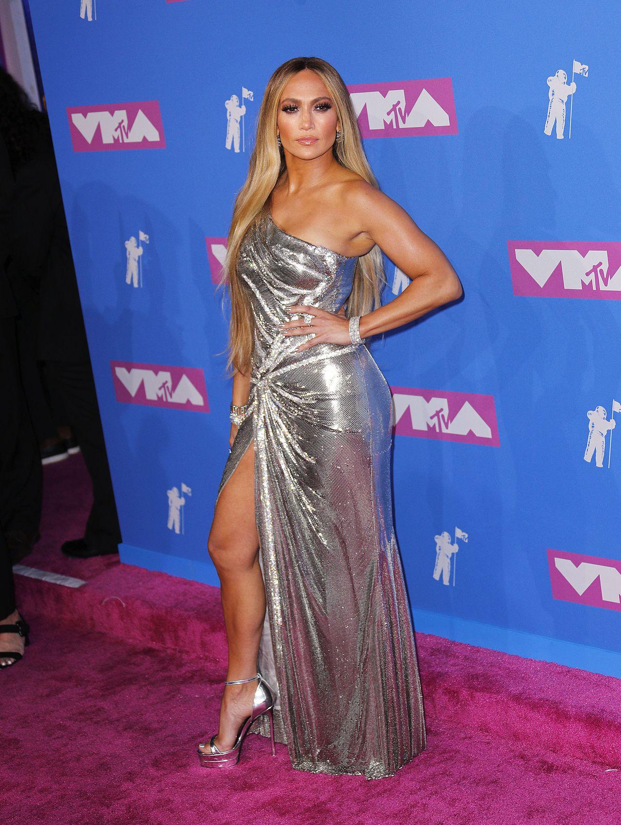 20 lat młodsza od Lopez Rita Ora chciała skraść SHOW - udało się? (ZDJĘCIA)