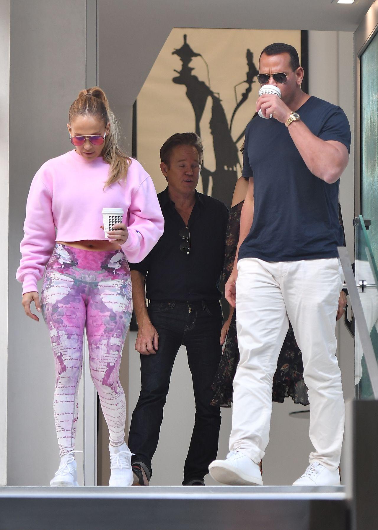 Jennifer Lopez w kwiecistych legginsach (ZDJĘCIA)