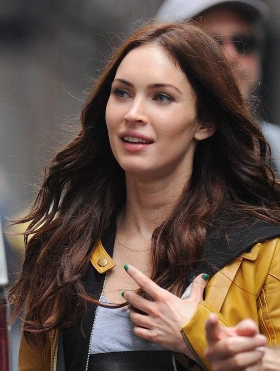 Megan Fox u fryzjera straciła połowę włosów!