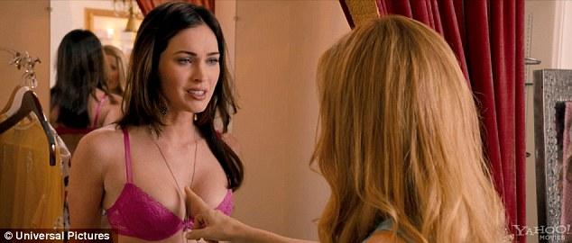 Megan Fox - czy te piersi są prawdziwe? (VIDEO)