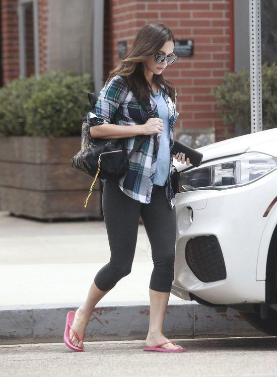 Megan Fox ukrywa ci��owy brzuszek (FOTO)