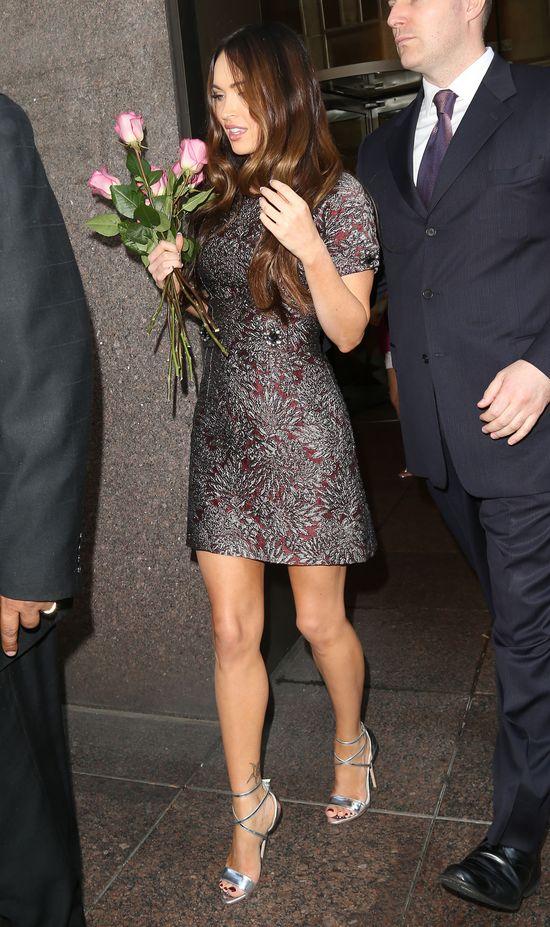 Megan Fox dumnie pokazuje idealnie płaski brzuch (FOTO)