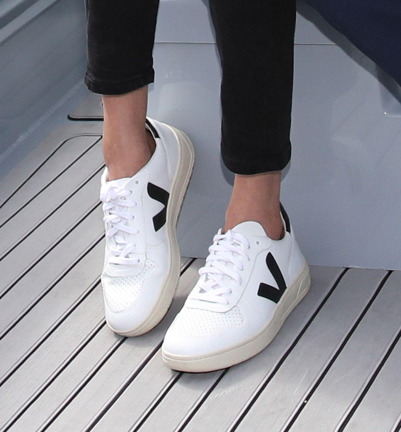 Internautki oszalały na punckie tych białych butów Meghan Markle (ZDJĘCIA)