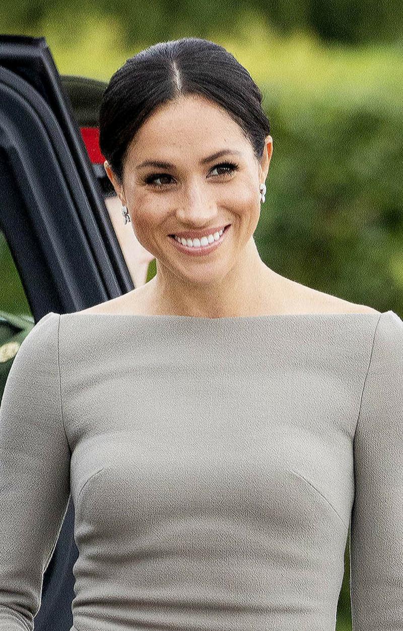 Książę Karol jest WŚCIEKŁY na Meghan za jej zachcianki dotyczące ubrań