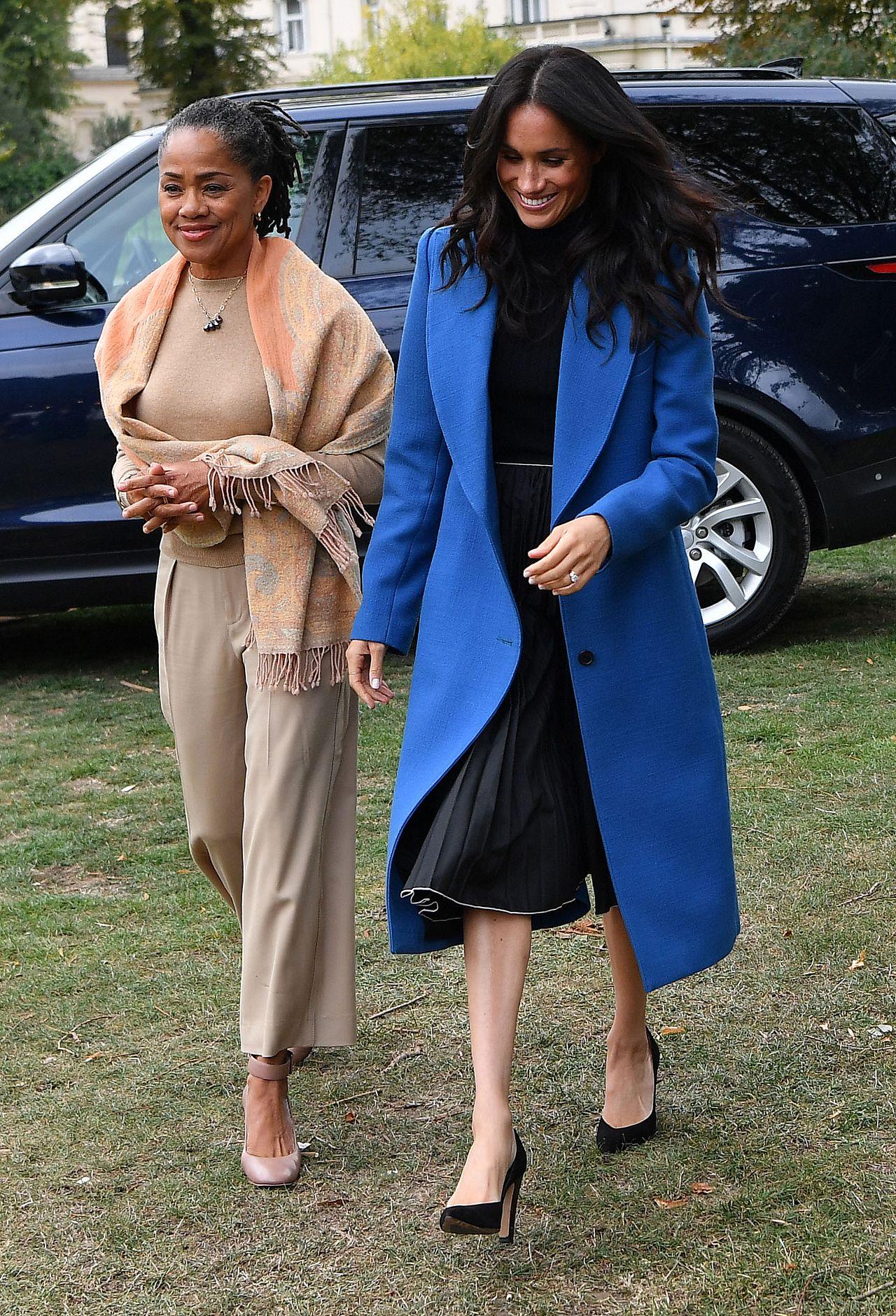 Królowa pozwoliła mamie Meghan na coś, na co NIGDY nie pozwoliła rodzinie Kate