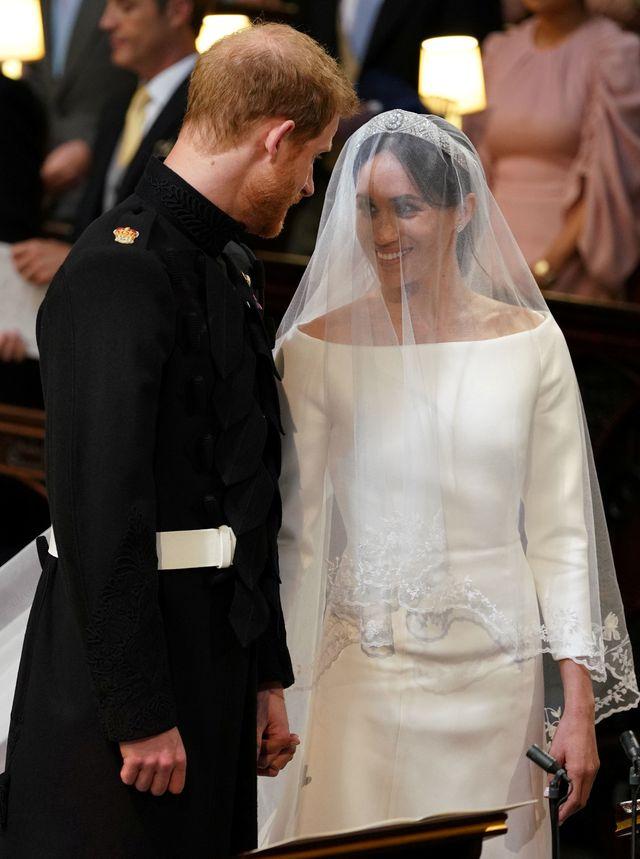 Internet ŚMIEJE się z reakcji byłej dziewczyny księcia Harry'ego na jego ślubie