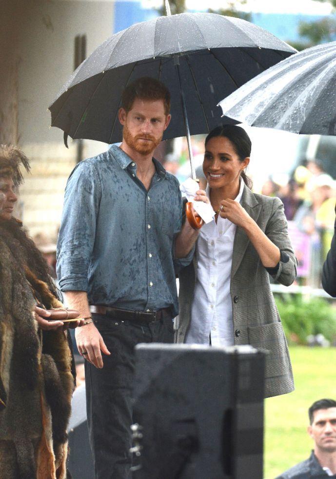 Na palcu księcia Harry'ego pojawiła się TAJEMNICZA biżuteria. Wiemy, co oznacza