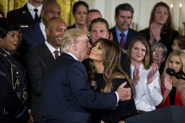 Ktoś z Białego Domu PODTRUWA Donalda Trumpa!