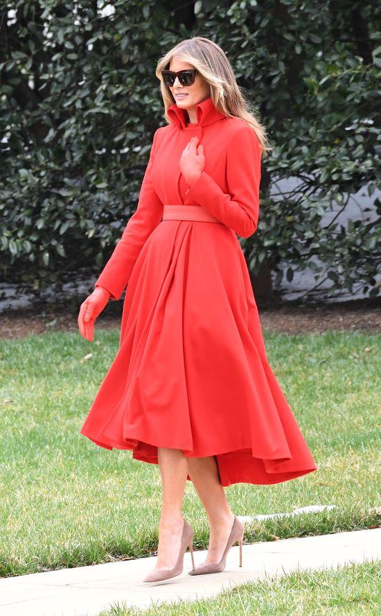 Alyssa Milano mówi Melani Trump, co powinna zrobić z biżuterią