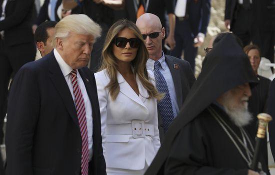 Oto odpowiedź! Dlaczego Melania Trump nie chciała złapać męża za rękę