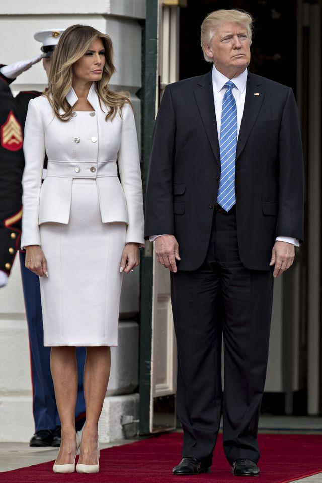 Donald Trump delikatnie dotyka Melani Trump, a ona... Ten gest mówi wszystko