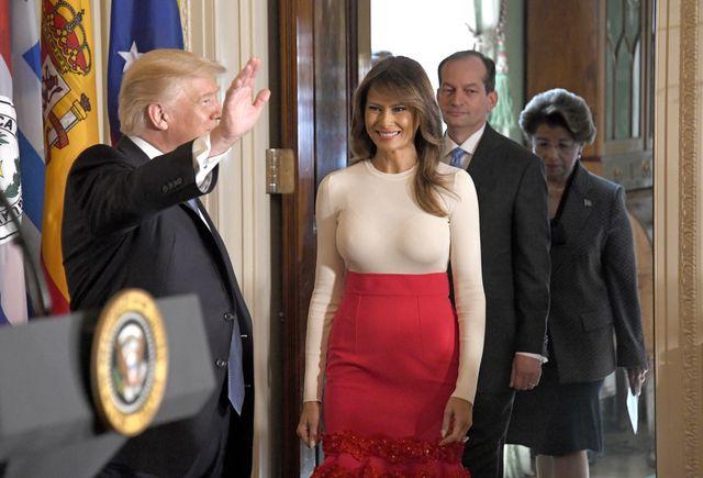 Wpadka Melanii Trump - spójrzcie na BIUST pierwszej damy (ZDJĘCIA)