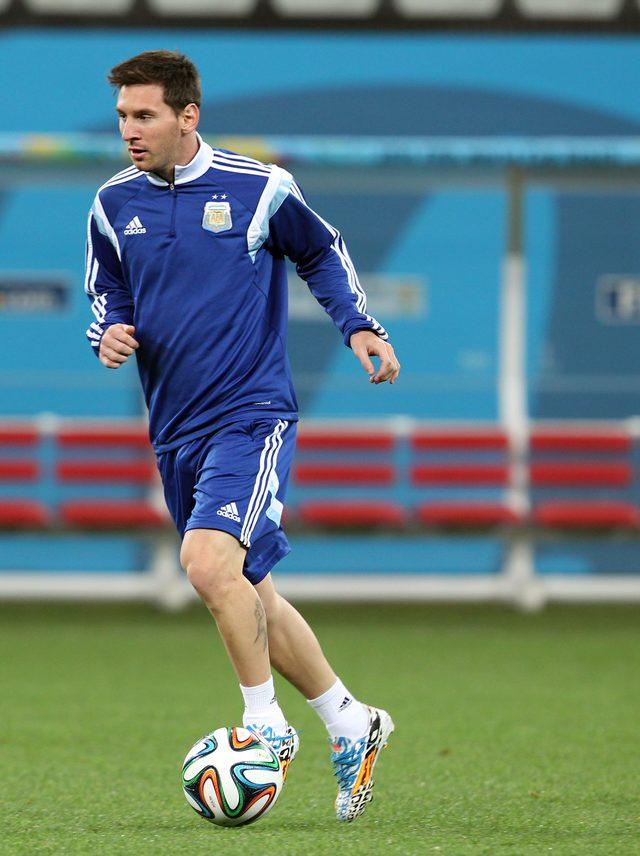 Leo Messi poruszony zdjęciem chłopca w koszulce z reklamówki