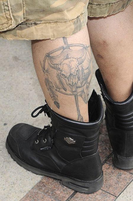 Kto nosi tatuaż ze zwierzęcą czaszką? (FOTO)