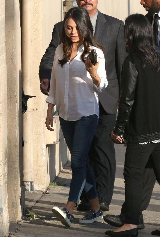 Mila Kunis - młoda, pracująca mama (FOTO)