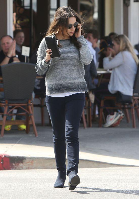 Mila Kunis podsyca plotki o swojej ciąży (FOTO)