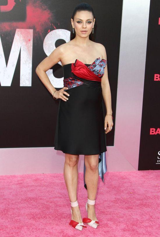 Mila Kunis w ciąży stawia na MINI (FOTO)
