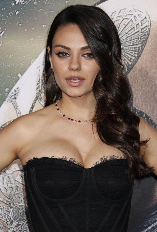 Mila Kunis pierwszy raz na salonach od czasu porodu (FOTO)