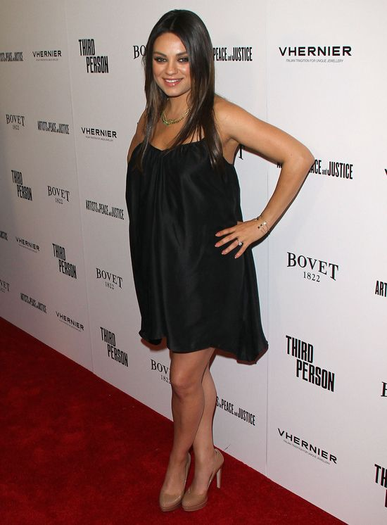 Ciężarna Mila Kunis na salonach (FOTO)