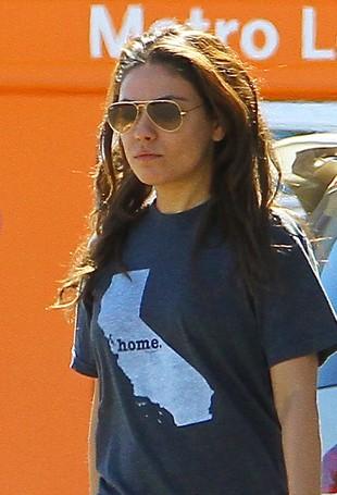 Mila Kunis robi sobie dready? (FOTO)