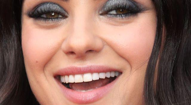 Mila Kunis obcięła grzywkę – wygląda STARO? (ZDJĘCIA)