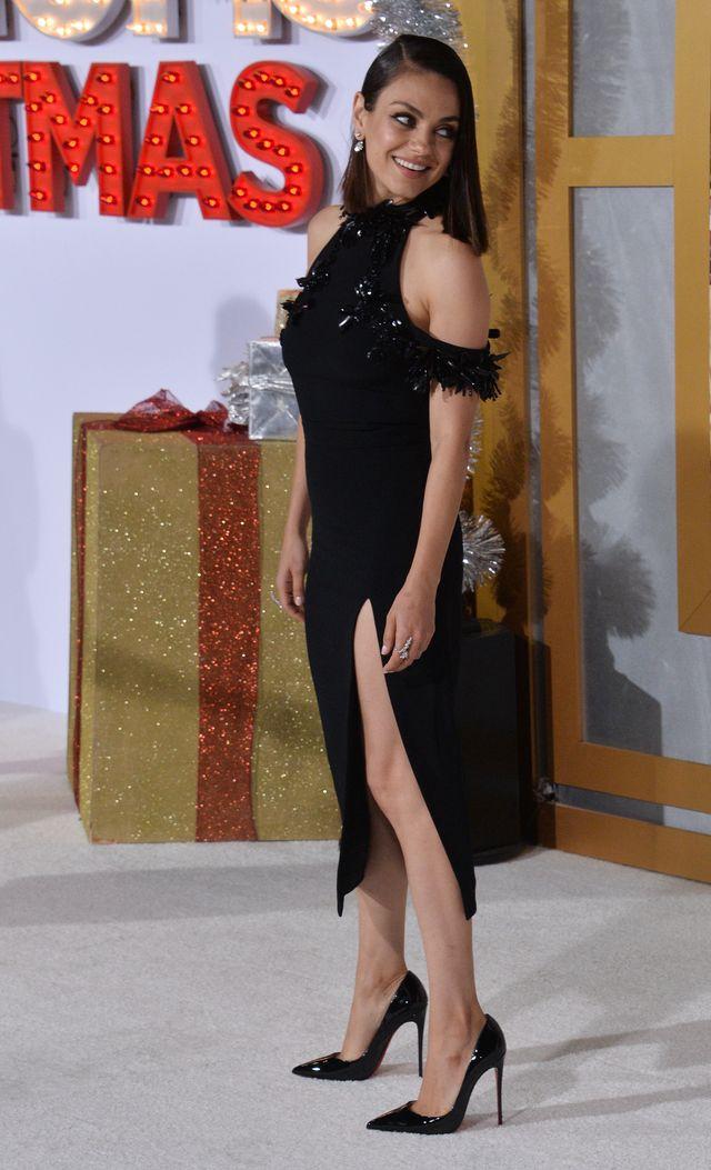 Piękna Mila Kunis po raz pierwszy z mężem na ściance (VIDEO)