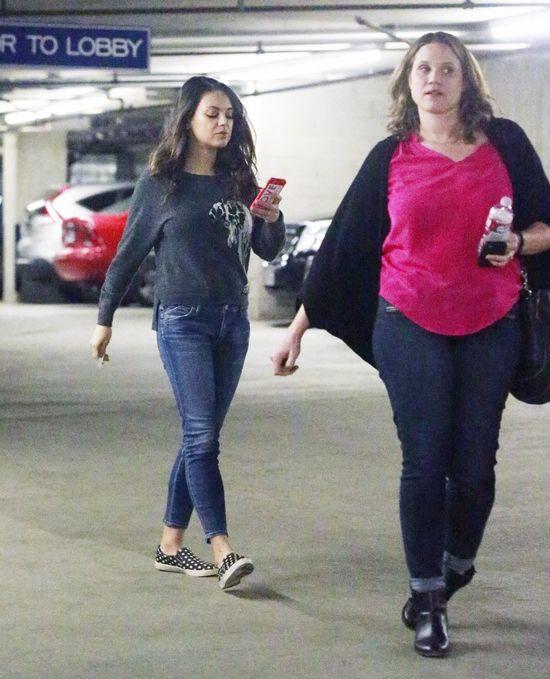 Mila Kunis nie była zachwycona widokiem paparazzi (FOTO)