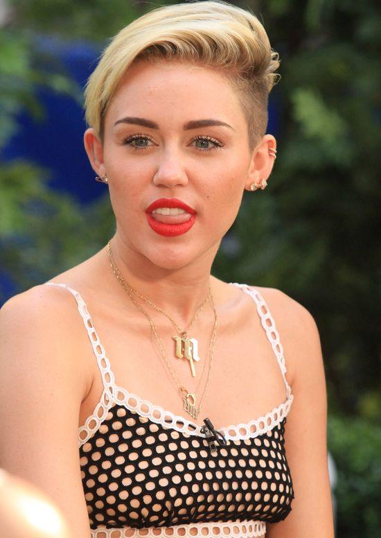 Od muzyki Miey Cyrus można zmądrzeć?