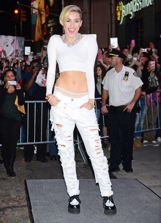 Miley Cyrus: Moje cycki czynią mnie unikalą (FOTO)