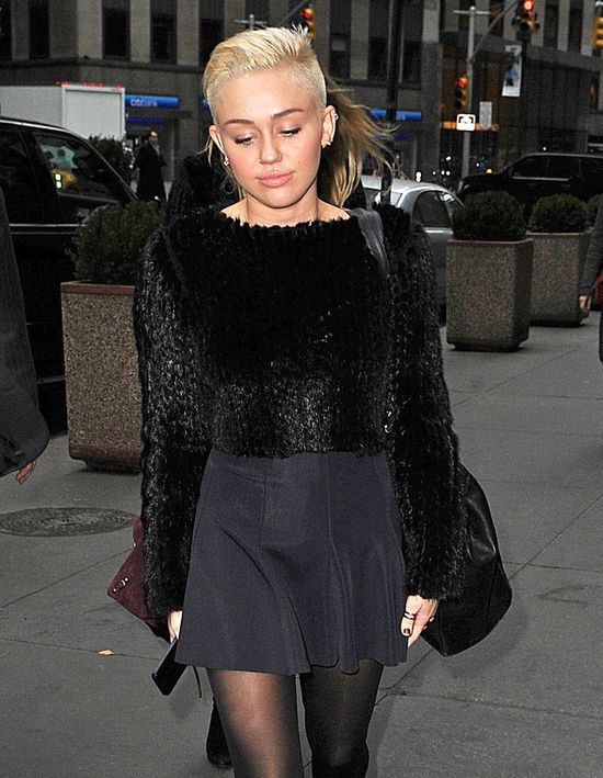 Liam Hemsworth nadal zdradza Miley Cyrus z January Jones?