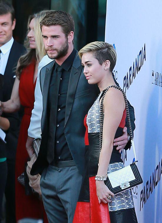 Liam Hemworth powiedział Miley, żeby zatrzymała pierścionek