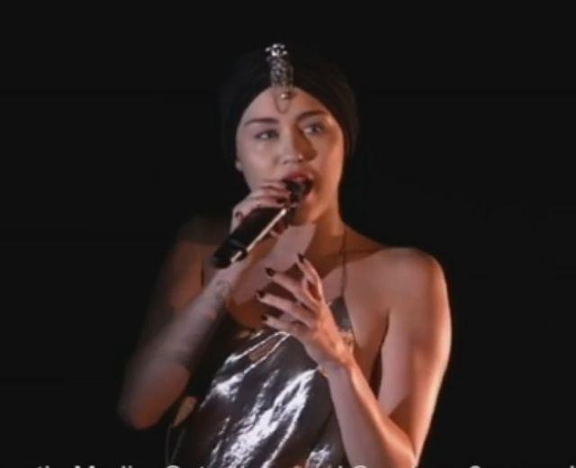 Miley Cyrus nie umie śpiewać na żywo (VIDEO)